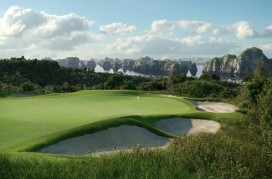 ha-long-bay-golf-club-hole-8-bunkers-1