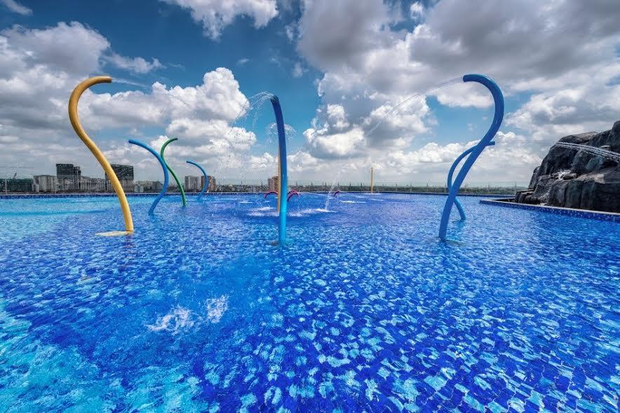 Bể bơi trẻ em và sân chơi nước độc đáo