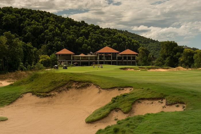 Hole 18, par 5. August 21, 2013. Laguna Lang Co Golf Club, Cu Du Village, Thua Thien, Hue Province, Vietnam. Mandatory credit: Richard Castka/Sportpixgolf.com