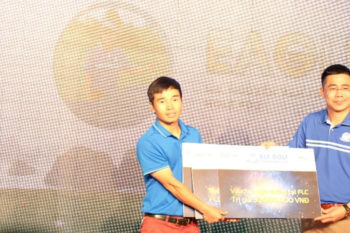 Golfer Nguyễn Văn Thắng