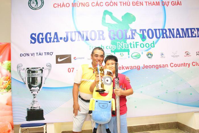Golfer trẻ Đặng Minh Anh giành Best Gross