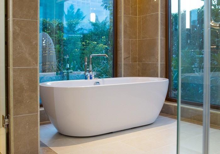 Phòng tắm, phòng thay đồ, khu vệ sinh, phòng bếp, phòng ăn được lắp vách kính đảm bảo ở bất kỳ không gian nào cũng nhìn thấy ánh sáng tự nhiên.