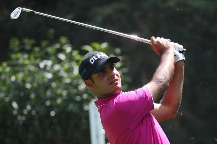 Shubhankar Sharma duy trì 2 gậy cách biệt