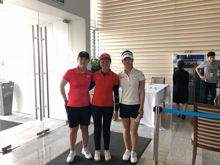 Hanako Kawasaki (giữa) tại giải đấu (Ảnh: FB Giang Lê)