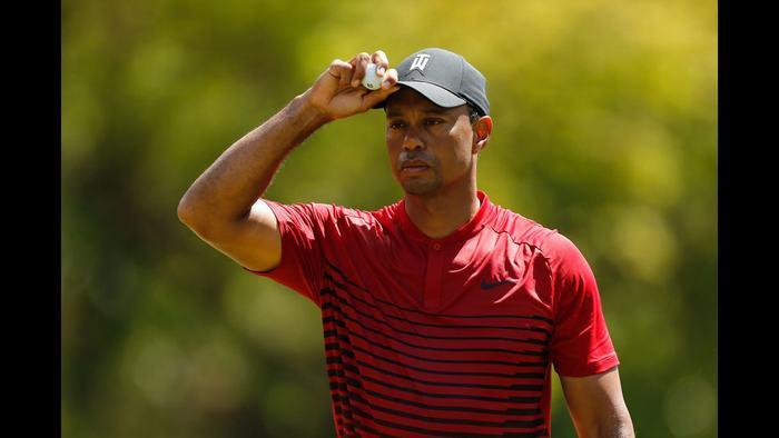 Tiger Woods chỉ cách hố playoff 1 gậy