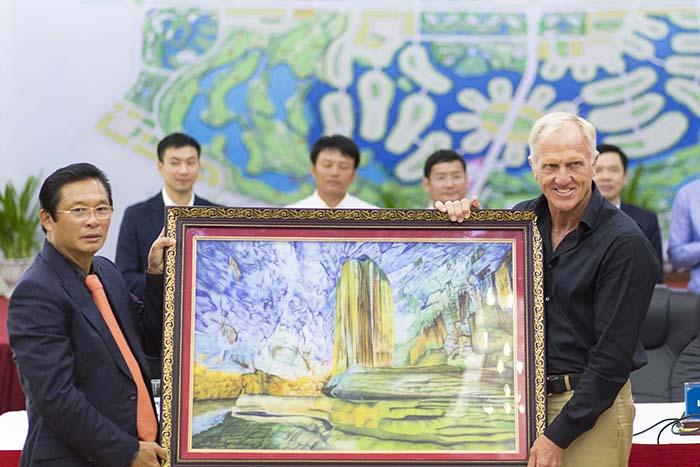 Bức tranh bằng đá về Động Thiên Đường