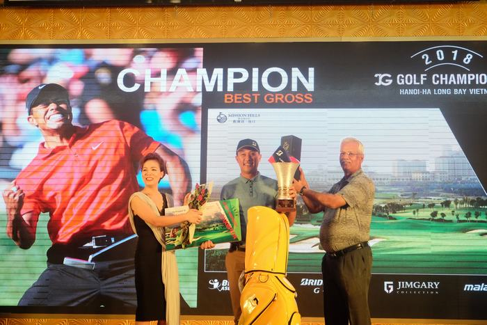 Golfer Chanpasit Ounaphom vô địch giải