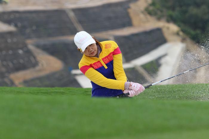 Golfer Nguyễn Thị Lạng tỏ ra lấn lướt ở Bảng Nữ