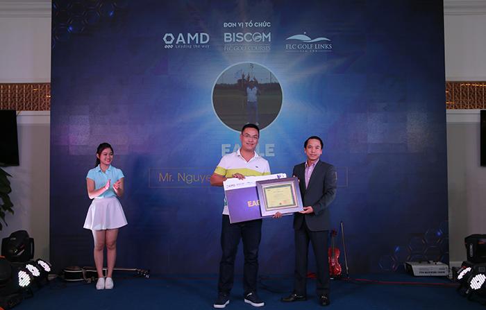 Golfer Nguyễn Quang Hiệp nhận giải Eagle