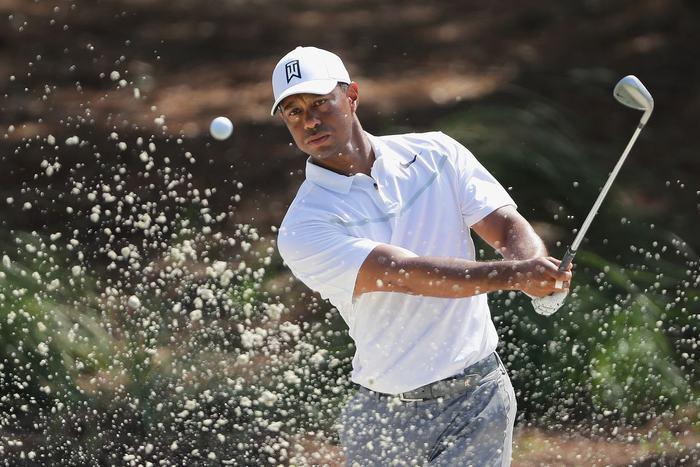 Tiger Woods ghi điểm even-par
