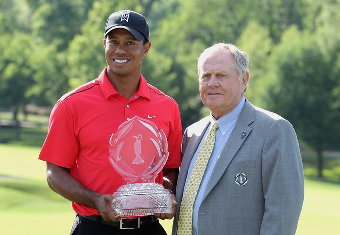 Tiger Woods vô địch giải đấu năm 2012