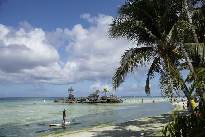 Bãi tắm White Beach nổi tiếng ở Boracay