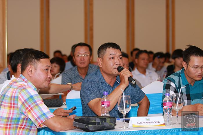 Đại diện CLB AS Golf Club đặt câu hỏi cho Ban tổ chức