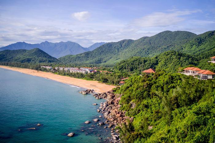 An aerial photo of the international integrated resort at Laguna Lăng Cô