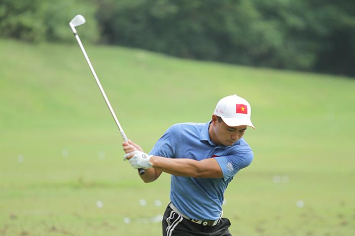 Thái Trung Hiếu đang chơi tốt trong lần đầu khoác áo tuyển Việt Nam