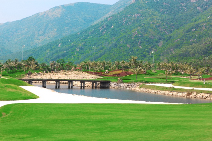 Diamond Bay Golf & Villas (18 Holes)