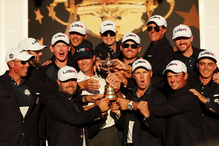 CHASKA, MN - OCTOBER 02:  Matt Kuchar, Dustin Johnson, Brandt Snedeker, Ryan Moore, Davis Love III, Brooks Koepka, Zach Johnson, J.B. Holmes, Jordan Spieth, Phil Mickelson, Jimmy Walker and Rickie Fowler of the United States celebrate during the closing ceremony of the 2016 Ryder Cup at Hazeltine National Golf Club on October 2, 2016 in Chaska, Minnesota.  (Photo by Streeter Lecka/Getty Images)