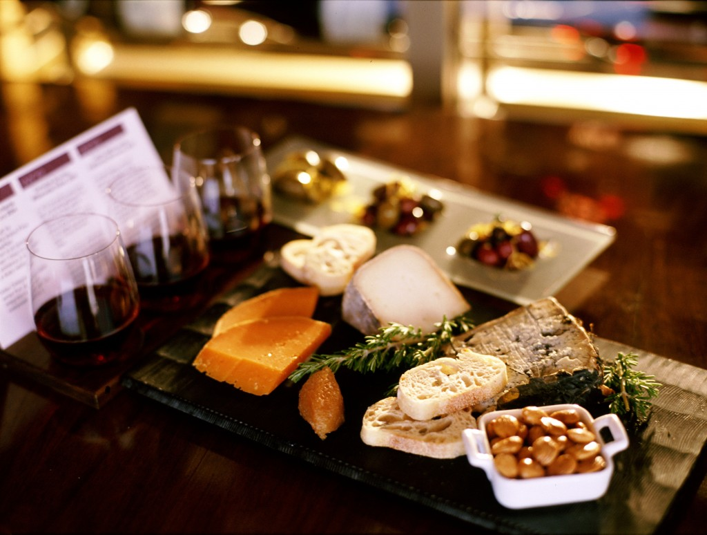 wine-cheese-flights-close-up