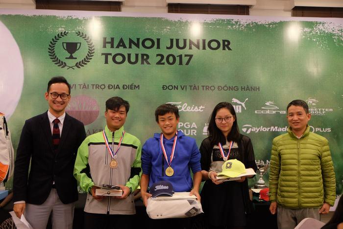 Từ trái-phải: Nguyễn Nhất Long, Nông Quốc Khánh và Đoàn Xuân Khuê Minh