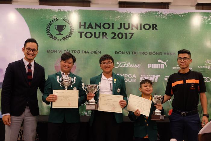 Từ trái-phải: Nguyễn Nhất Long, Nguyễn Bảo Long và Trần Minh Kiên