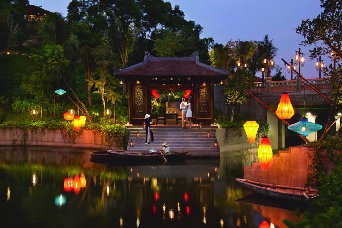 BTVNLC_54383761_BT_Destination_dinning_boat_dock_with_talent_5_mb