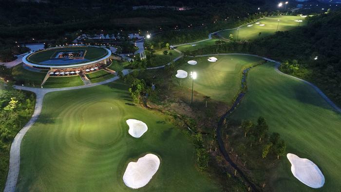 Bà Nà Hills Golf Club at night