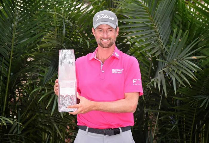 Webb Simpson vô địch giải đấu với tổng -18 gậy