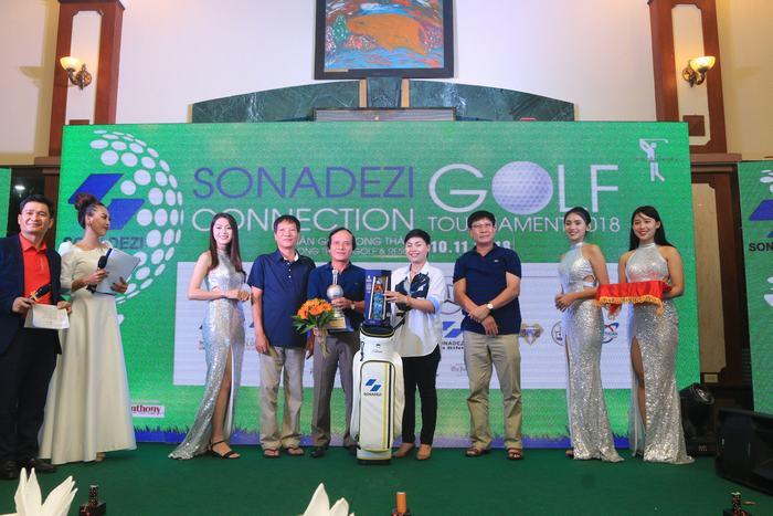 Golfer Nguyễn Tự Nguyện vô địch với 77 gậy