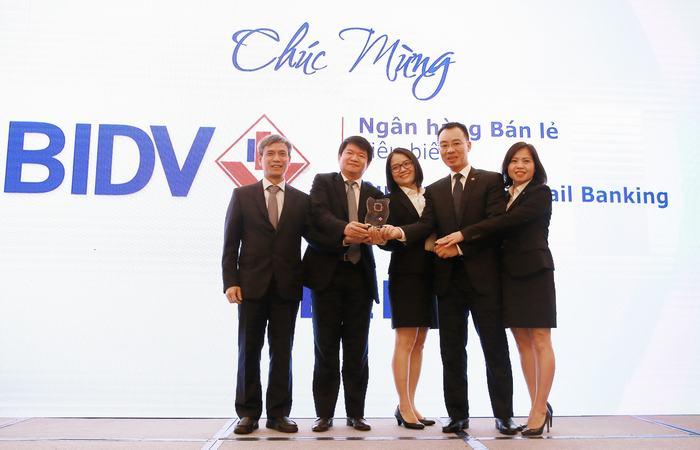 TTBC so 30 nam 2018 Ong Le Trung Thanh - Pho TGD BIDV va Doi ngu Ban le nhan giai thuong