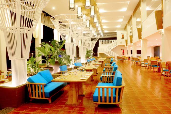 Không gian đậm sắc màu lễ hội của nhà hàng The World