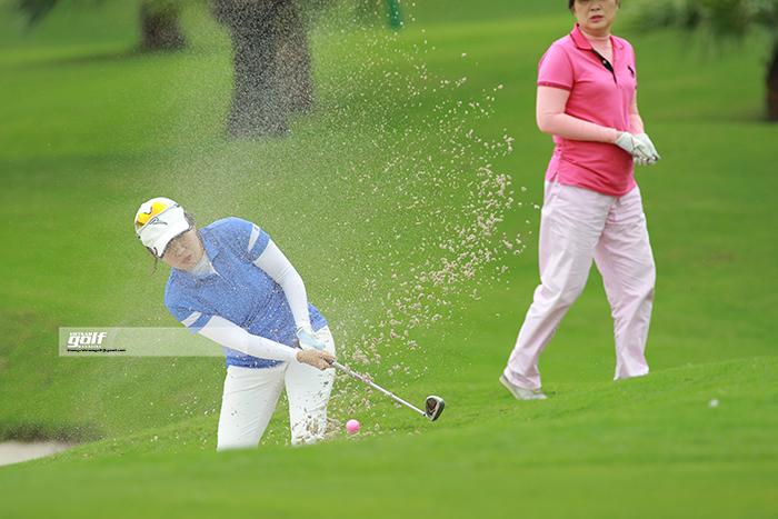 Golfer Nữ Lê Nguyễn từ Nghệ An cũng ra tham dự giải