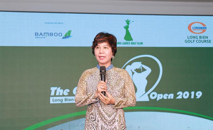 Bà Nguyễn Thị Thu Hà cảm ơn đến những mạnh thường quân, các golfer đã tham dự giải.