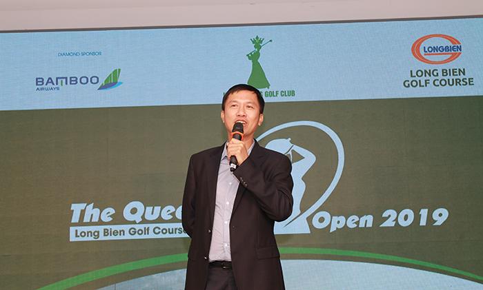 Ông Nguyễn Văn Cựu - Tổng thư ký Hiệp hội golf Việt Nam tham dự tiệc tối và ủng hộ quỹ xây trường của Queen Club 50 triệu đồng