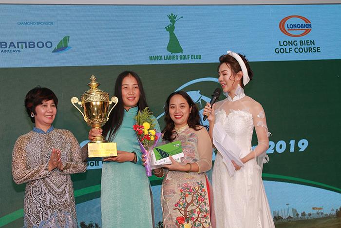 Golfer Nguyễn Thị Vân Anh xuất sắc giành giải Best Gross