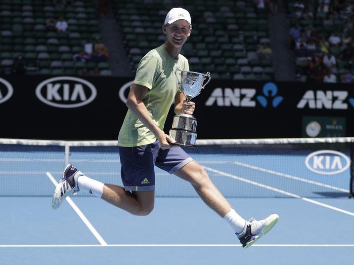 Sebastian Korda theo nghiệp quần vợt
