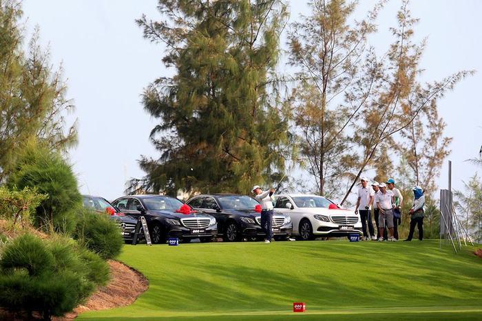 """Giải đấu có cơ cấu HIO """"khủng"""" gồm 16 xe Mercedes"""