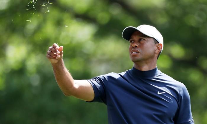 Tiger Woods có -2 gậy