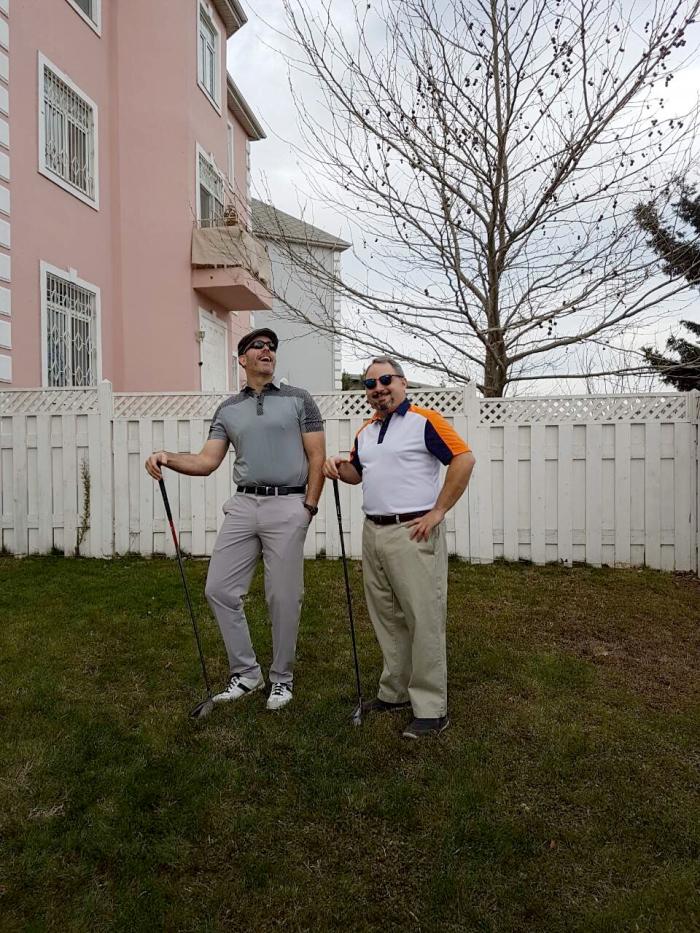 Không chỉ được yêu thích với Golfer trong nước, các khách hàng nước ngoài cũng rất yêu thích các thiết kế của ARISLE (trong ảnh là anh Bill và anh Mike, bộ ngoại giao Hoa Kỳ gửi tặng ảnh do 2 anh tự chụp)