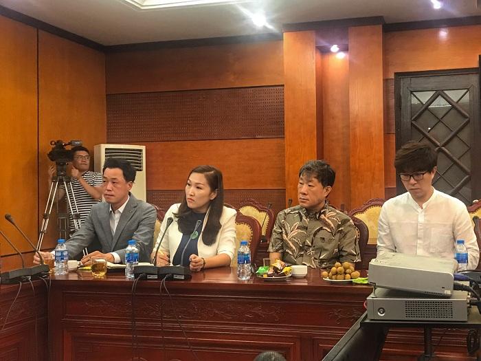 Ông Kim Tae Ho - HLV Golf hàng đầu Hàn Quốc (ngoài cùng bên trái)